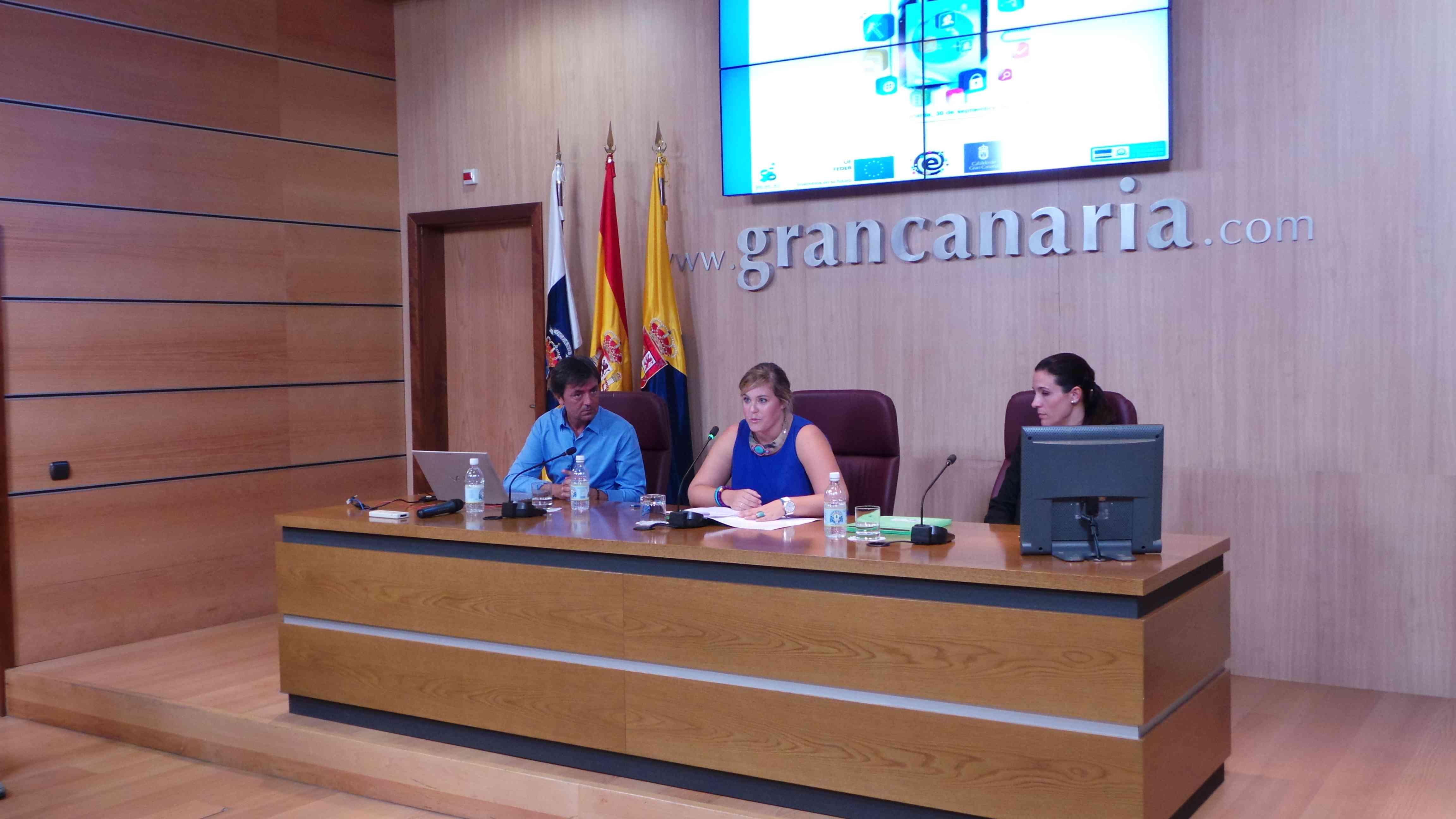 La Consejera de Juventud e Igualdad del Cabildo de Gran Canaria, María del Carmen Muñoz, durante la inauguración