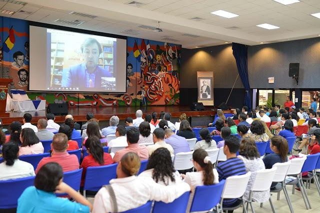 Jorge Flores - director de PantallasAmigas - durante su ponencia en el III Foro Internet Seguro celebrado en Nicaragua