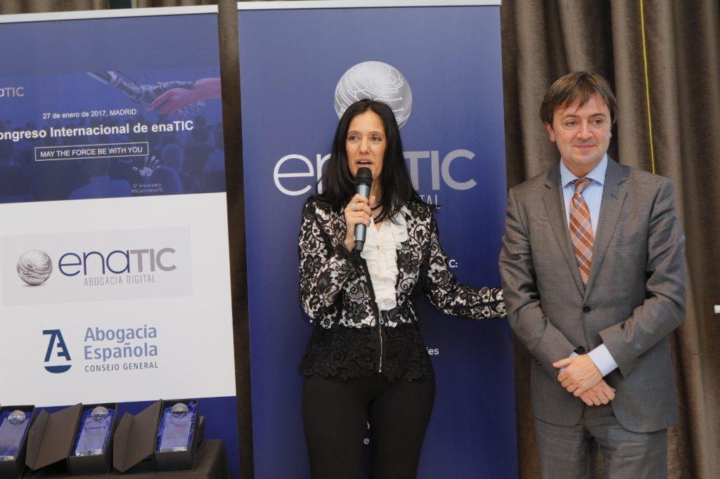 Jorge Flores -Fundador y Director de PantallasAmigas . recibe el premio ENATIC a la mejor responsabilidad social