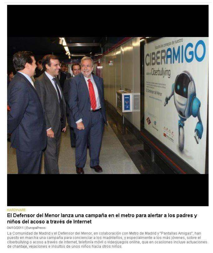 El Defensor del Menor lanza una campaña en el metro para alertar a los padres y niños del acoso a través de Internet