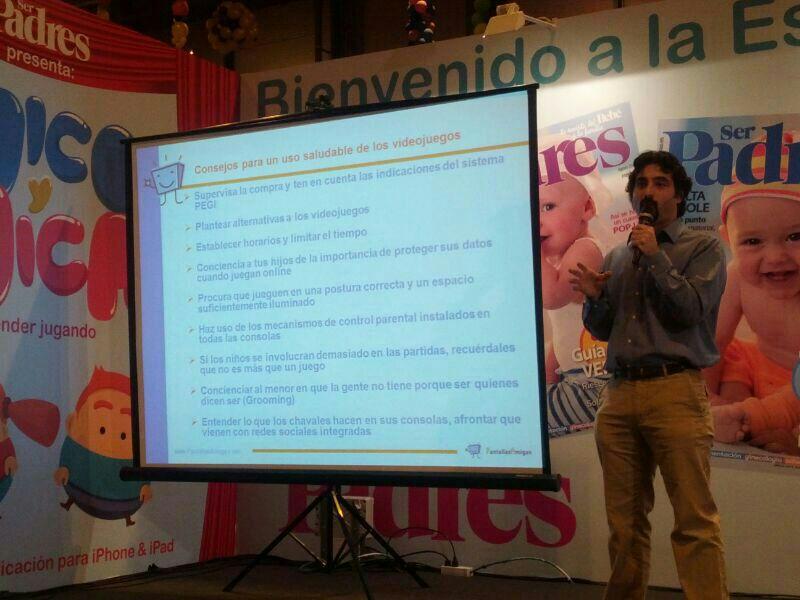 PantallasAmigas expone las oportunidades y retos de los videojuegos en la Escuela de Padres de la Feria Dabadum