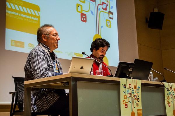 Isidro Vidal de Aulablog y PantallasAmigas en el inicio del congreso CITA Seguridad e Identidad digital