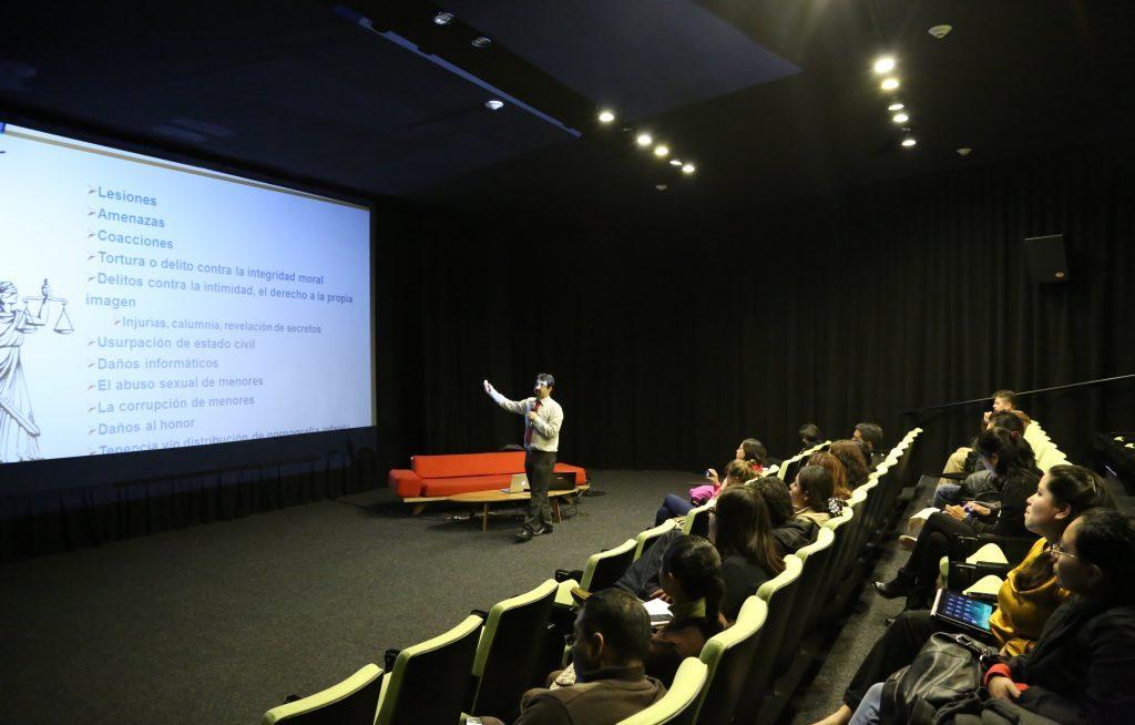 Charla sobre videojuegos educativos para la ciberconvivencia en el Centro de Cultura Digital
