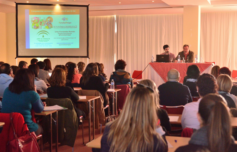Luís Moreno, de la Delegación de Educación, presenta a PantallasAmigas