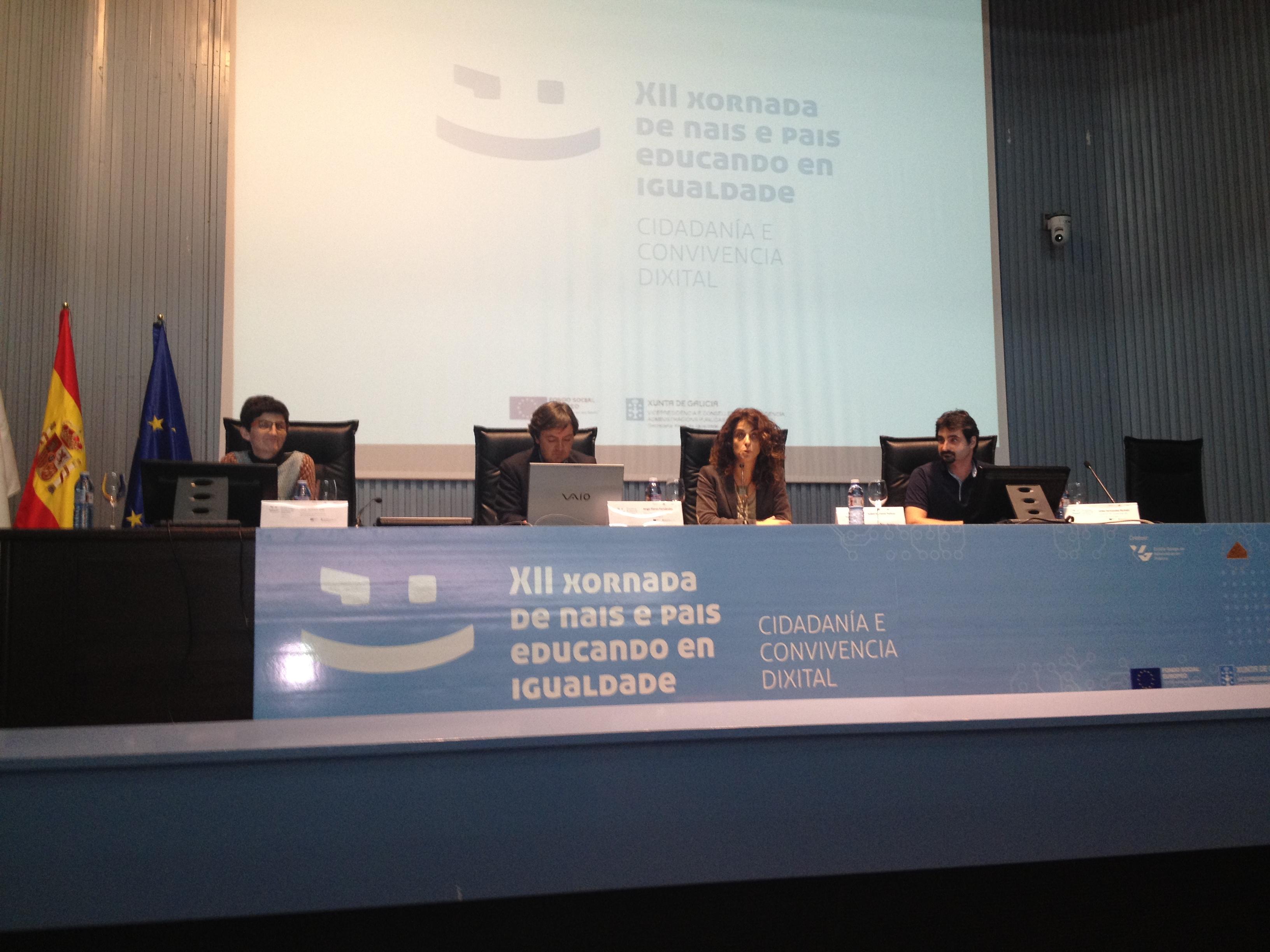 PantallasAmigas comparte mesa con Isabel Martinez de la Secretaria Xeral da Igualdade