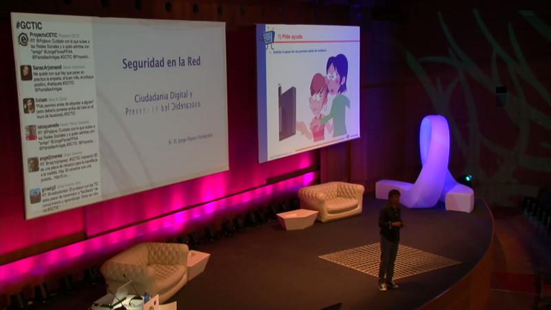 Jorge Flores en un momento de su intervención Ciudadanía digital y Prevención del Ciberacoso