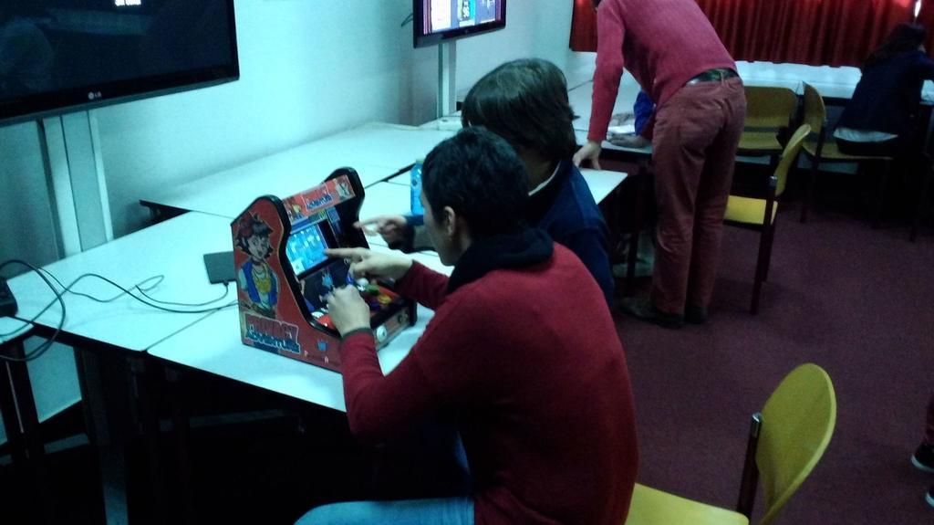 Jornada-padres-y-madres-educando-en-igualdad- arcade-mini- smartPRIVIAL