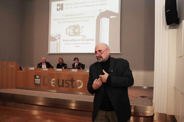 Pedro-Alberto-González- Forotech-Ciberbullying-PantallasAmigas-Jorge- Flores