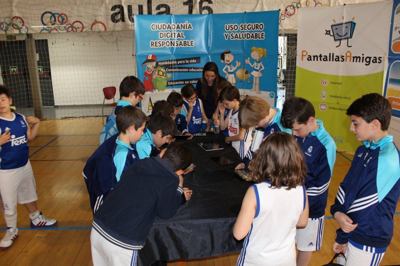 Fundacion-Real-Madrid-Pantallas-Amigas-Talleres-Uso-Seguro-Internet