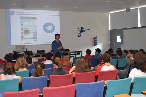 JorgeFlores-PantallasAmigas-CharlaJesuitas-smartphones-nuevas-tecnologías-prevención