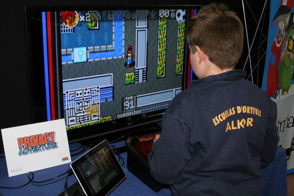 Mando-arcade-privacy-videojuegos-pantallas-amigas-educacion-entretenimiento