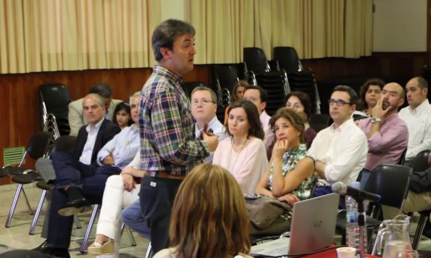 Madres, padres y alumnado reflexionan sobre el uso positivo y seguro de Internet y los smartphones en el Colegio San Francisco de Paula (Sevilla)