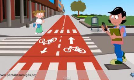 PantallasAmigas alerta sobre el número creciente de accidentes sufridos por peatones distraídos con sus celulares