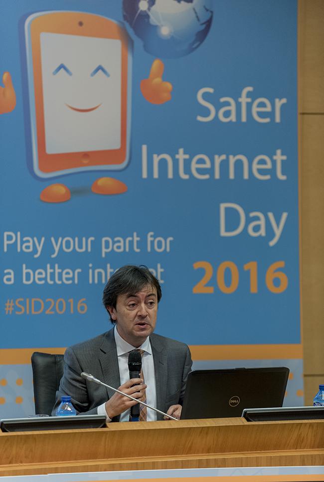 Safer_Internet_Day_Día_de_la_Internet_segura_PantallasAmigas_Jorge_Flores_plano1