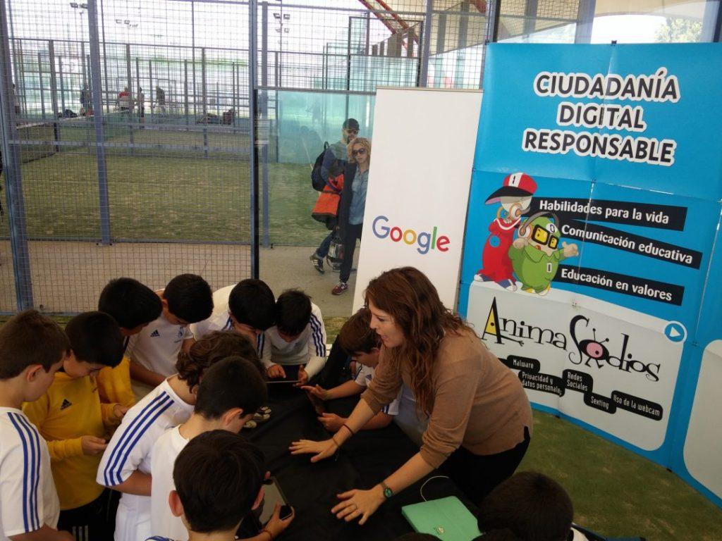 PantallasAmigas, dinamiza una de las sesiones con el videojuego SmartPrivial