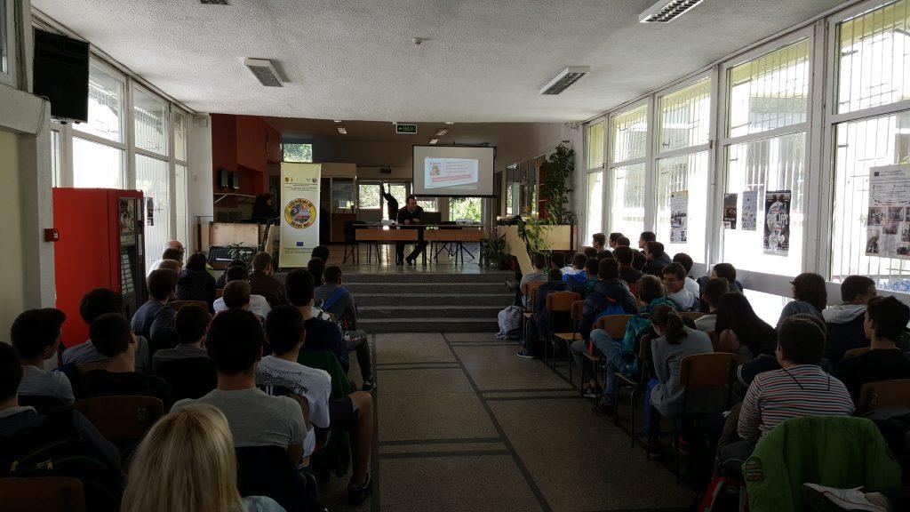 Alumnado en Bulgaria aprende a prevenir la sextorsión con animacoines de PantallasAmigas