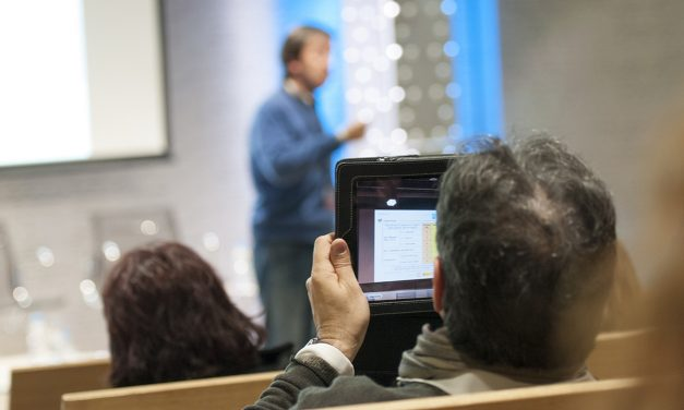 Taller de formación en Granada en prevención de riesgos en el uso de nuevas tecnologías