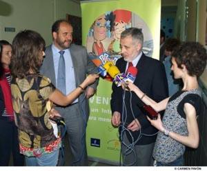 José Manuel Martínez Cenzano atiende a la prensa