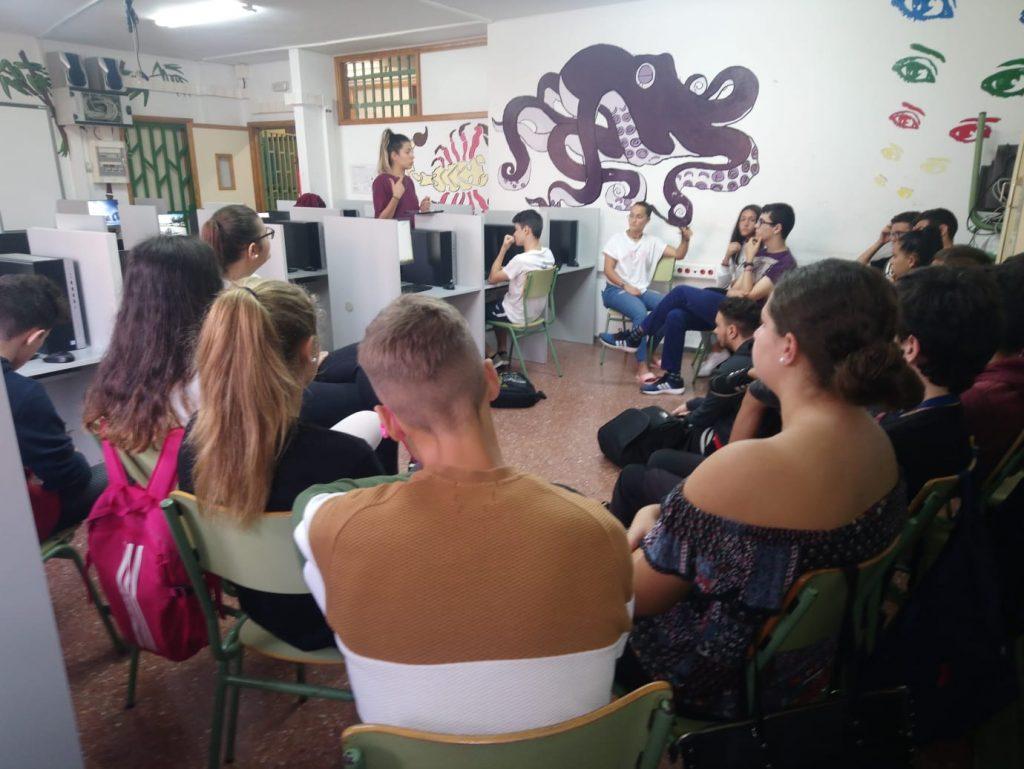Grupo de cibermanagers del IES Ana Luisa Benítez en la sesión de formación.