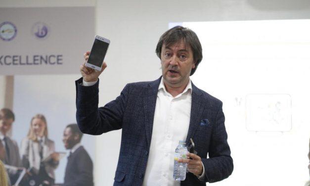 """""""El acceso al mundo digital debe educarse en valores"""", Andalucía Información entrevista a Jorge Flores"""
