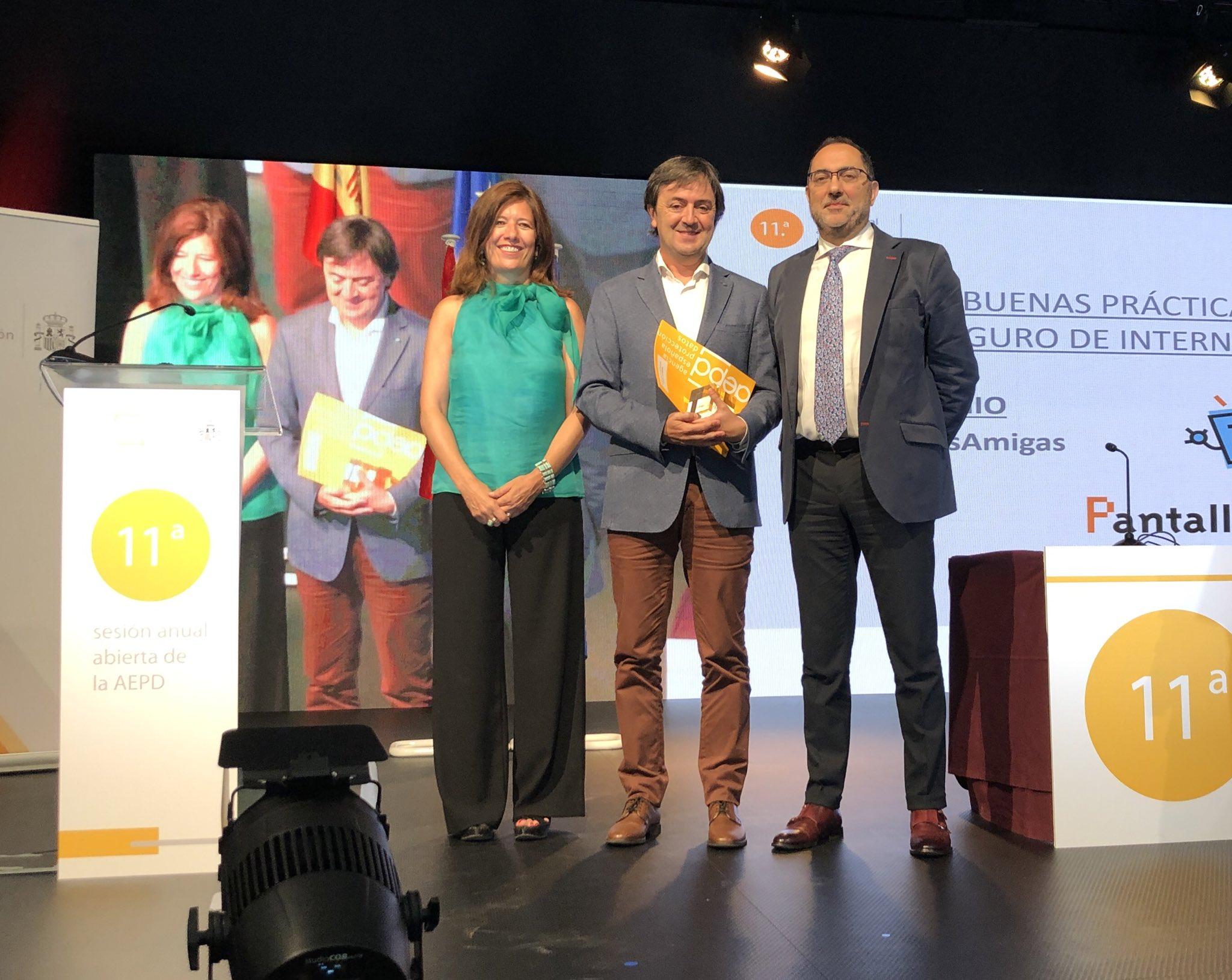 Jorge Flores PantallasAmigas premio AEDP