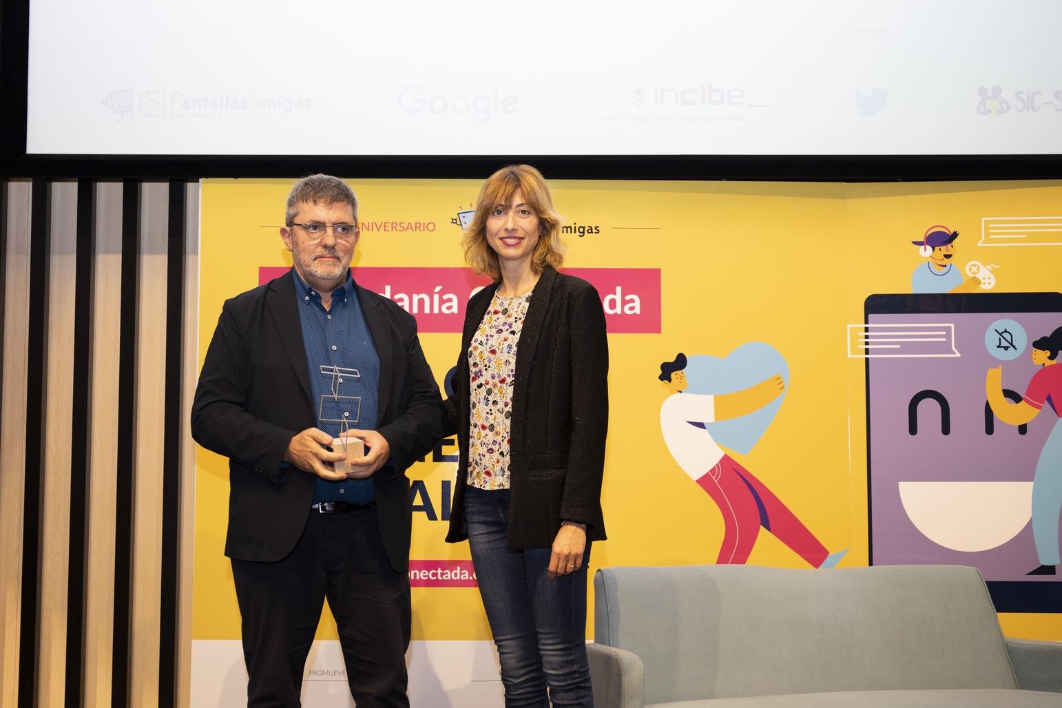 Premio-PantallasAmigas-Sensibilizacion-retos-emergentes-Levanta-la-cabeza-Mario-Tascon