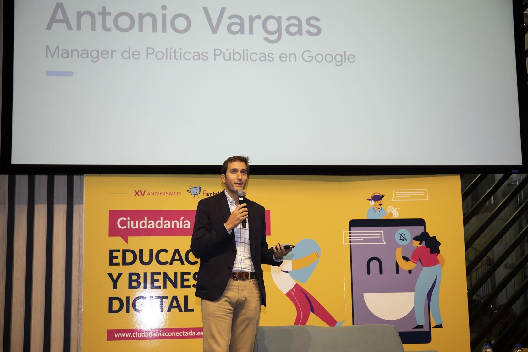 Antonio Vargas durante su ponencia en la Jornada Ciudadanía Conectada sobre Educación y Bienestar Digital.