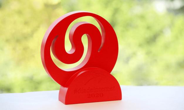 PantallasAmigas recibe el Premio de Internet 2020 a la Transformación Digital