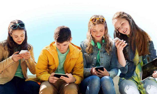 Teléfonos móviles para menores: edad para el primer smartphone y modelos recomendados