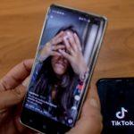 TikTok aumenta por defecto la privacidad de las cuentas de menores y endurece sus reglas sobre las bromas y el acoso