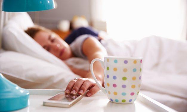 Encuesta sobre hábitos de uso del móvil, el 43 % no apaga el móvil por la noche